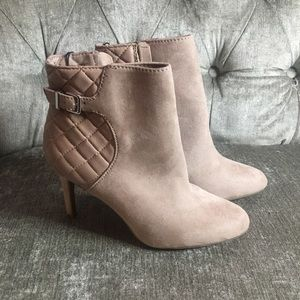 High heeled beige/grey booties